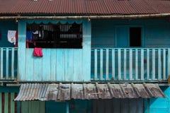 Primo piano Colourful della casa di legno nel Amazon Fotografie Stock