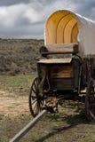 Primo piano coperto del buckboard del chuckwagon sul sedile e sulla lingua fotografie stock