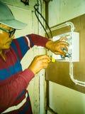 Primo piano degli impianti dell'elettricista fotografie stock libere da diritti