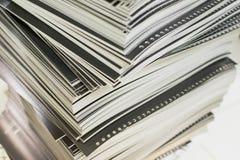 Primo piano degli strati stampati perforati impilati Fotografia Stock