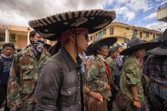 Primo piano degli uomini indigeni alla parata di solstizio di estate Fotografie Stock