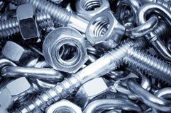 Primo piano dei bulloni, dei dadi e della catena del metallo Priorità bassa di tecnologia Fotografia Stock Libera da Diritti