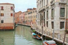 Primo piano dei canali a Venezia Venezia, Italia fotografie stock