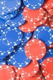 Primo piano dei chip di mazza rossi e blu Fotografie Stock