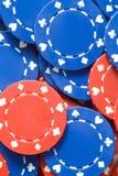 Primo piano dei chip di mazza rossi e blu Fotografia Stock