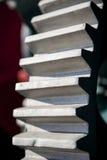 Primo piano dei denti sulla ruota di ingranaggio Fotografia Stock