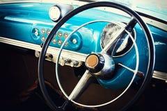 Primo piano dei dettagli della ruota dell'automobile d'annata Fotografia Stock Libera da Diritti