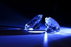 Primo piano dei diamanti con il raggio blu Fotografie Stock