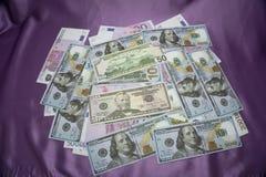 Primo piano dei dollari americani e degli euro americani Fotografie Stock