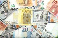 Primo piano dei dollari americani e degli euro americani Fotografia Stock
