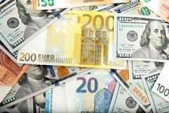 Primo piano dei dollari americani e degli euro americani Immagine Stock