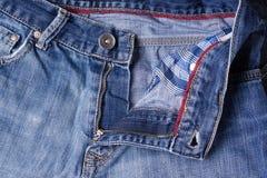 Primo piano dei jeans Catenacci, cuciture, chiusure lampo Intreccio del tessuto w Fotografia Stock Libera da Diritti