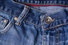 Primo piano dei jeans Catenacci, tasca, cuciture, chiusure lampo, bottone Interla Fotografia Stock Libera da Diritti