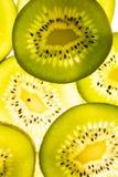 Primo piano dei kiwi affettati Fotografia Stock Libera da Diritti