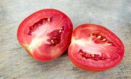 Primo piano dei pomodori freschi e maturi Fotografia Stock Libera da Diritti
