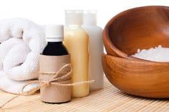 Primo piano dei prodotti per cura del corpo e della stazione termale Fotografie Stock Libere da Diritti