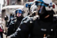 Primo piano dei ritratti dei poliziotti pronti nel caso del problema Fotografia Stock Libera da Diritti