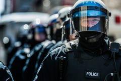 Primo piano dei ritratti dei poliziotti pronti nel caso del problema Immagini Stock Libere da Diritti