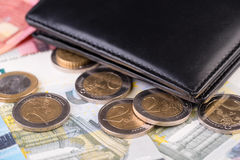 Primo piano dei soldi dell'euro e del portafoglio Fotografie Stock