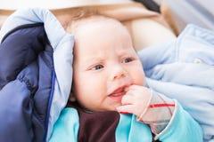Primo piano del bambino caucasico adorabile Ritratto di un neonato di tre mesi Fotografie Stock Libere da Diritti