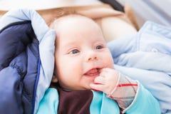 Primo piano del bambino caucasico adorabile Ritratto di un neonato di tre mesi Immagine Stock Libera da Diritti