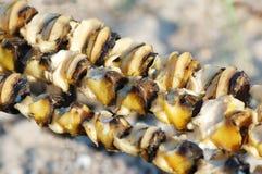 Primo piano del barbecue dei frutti di mare fatto dai rapanas Fotografia Stock Libera da Diritti