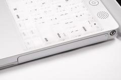 Primo piano del bordo del lato del computer portatile del iBook immagine stock libera da diritti