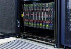 Primo piano del centro dati dello scaffale di attrezzatura del server del server della lama Fotografia Stock Libera da Diritti