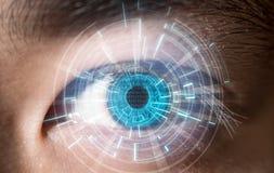Primo piano del concetto digitale di tecnologia di esame dell'occhio azzurro Fotografia Stock Libera da Diritti