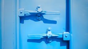 Primo piano del container blu Immagini Stock Libere da Diritti