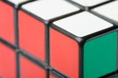Primo piano del cubo di Rubik Fotografia Stock