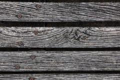 Primo piano del decking stagionato ruvido del legno duro Fotografia Stock