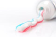 Primo piano del dentifricio in pasta Immagini Stock