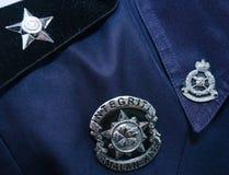 Primo piano del distintivo dell'ufficiale di polizia della Malesia Immagine Stock