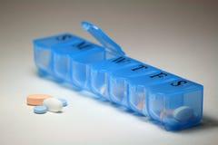 Primo piano del farmaco e dell'erogatore Immagine Stock