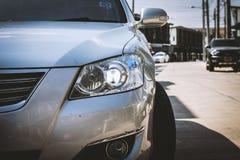 Primo piano del faro dell'automobile Fotografie Stock