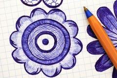 Primo piano del fiore disegnato a mano con la penna a sfera Doodle lo stile Fotografia Stock