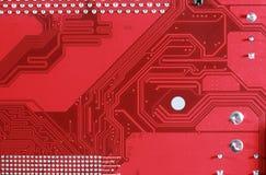 Primo piano del fondo rosso del bordo del circuito elettronico Immagini Stock Libere da Diritti