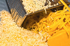Primo piano del formaggio grattato Immagine Stock