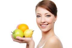 Primo piano del fronte della donna con la frutta Fotografie Stock Libere da Diritti