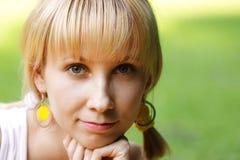 Primo piano del fronte della giovane donna Fotografia Stock