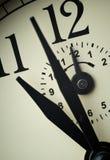 Primo piano del fronte di orologio a tempo dell'allarme (orologio del `delle dodici o) Fotografia Stock Libera da Diritti