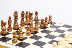 Primo piano del gioco di scacchi con profondità di campo bassa Immagini Stock Libere da Diritti