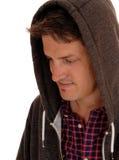 Primo piano del giovane in maglia con cappuccio fotografia stock