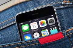 Primo piano del iPhone 6 di Apple in tasca Fotografia Stock Libera da Diritti