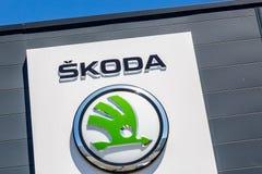 Primo piano del logo di skoda sulla lavagna Immagine Stock Libera da Diritti