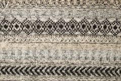 Primo piano del maglione tricottato Gray Colore grigio di struttura del tessuto, fondo caldo dettagliato del filato Frammento del Fotografia Stock Libera da Diritti
