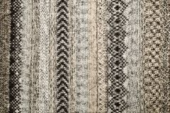 Primo piano del maglione tricottato Gray Colore grigio di struttura del tessuto, fondo caldo dettagliato del filato Frammento del Immagine Stock