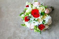 Primo piano del mazzo nuziale delle rose per il giorno delle nozze Posto per testo fotografie stock libere da diritti