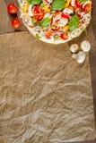 Primo piano del menu con pizza Immagini Stock
